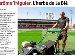 🤙Big up à notre Greenkeeper ! Jérôme Tréguier, technicien Sparfel en Une des pages locales du Télégramme ce vendredi ! 🔴⚪😎