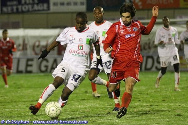 Oscar Ewolo face à Nîmes